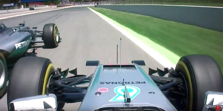 Visão onboard do carro de Hamilton pouco antes da colisão (Reprodução)