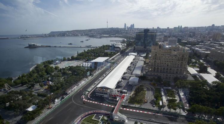 Baku, vista de seu ângulo mais europeu, recebe a F-1 para o GP da Europa (Ivan Sekretarev/AFP)