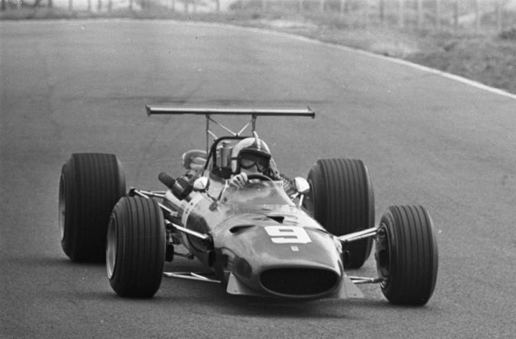 Amon a bordo de sua Ferrari no GP da Holanda de 1968 (Joos Evers/Anefo/Nationaal Archief)