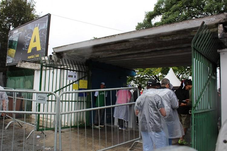 Sem fila, torcedores do setor A entram no autódromo por volta das 8h da manhã (Daniel Médici/Arquivo pessoal)