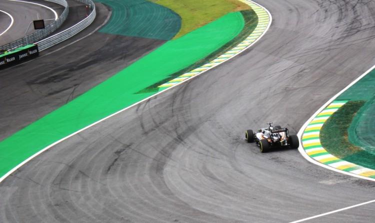 Área de escape asfaltada em Interlagos, durante treinos para o GP do Brasil de 2016 (Daniel Médici/Folhapress)